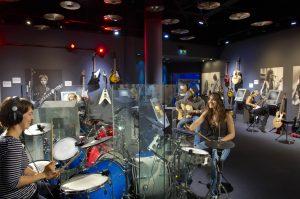 Gibson interactive room